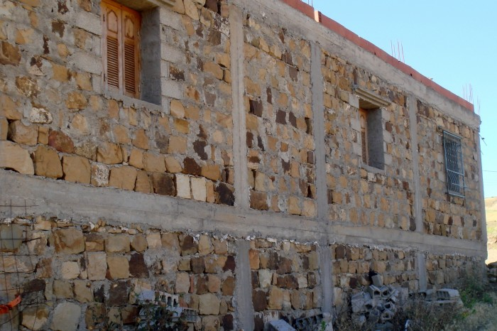 Confined masonry with stones undamaged after the 2010 M'sila earthquake (credit: Mohammed Farsi)