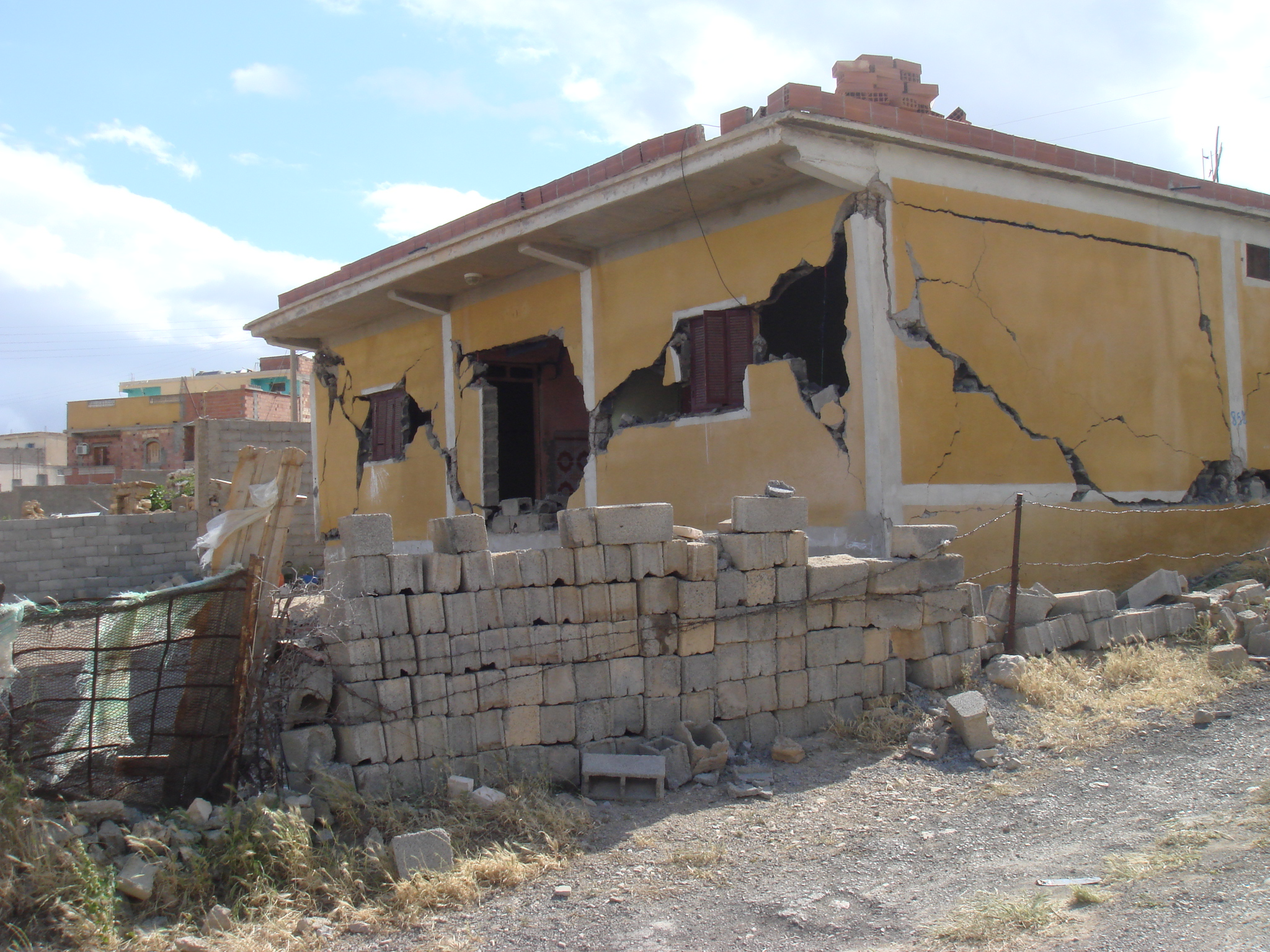 RC frame damage after the 2010 M'sila earthquake (credit: Mohammed Farsi)